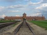 Salon de discussion publique 2012 - Page 20 150px-Auschwitz